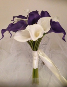 Ivory & Purple Calla Lilly 18 Stem